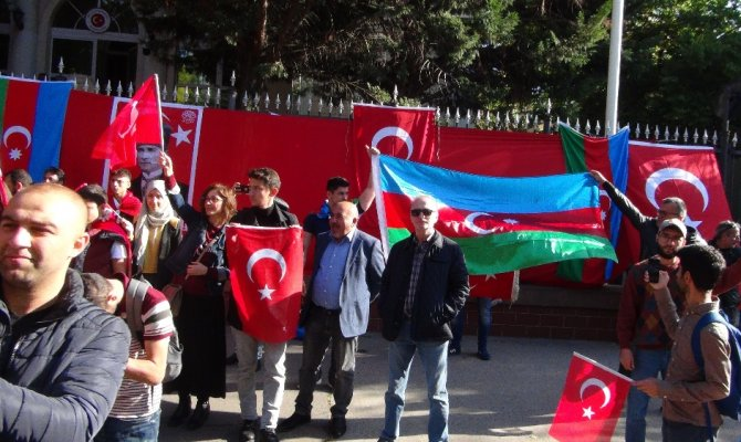 Macaristan'daki Türkler'den YPG/PKK yandaşlarına tepki