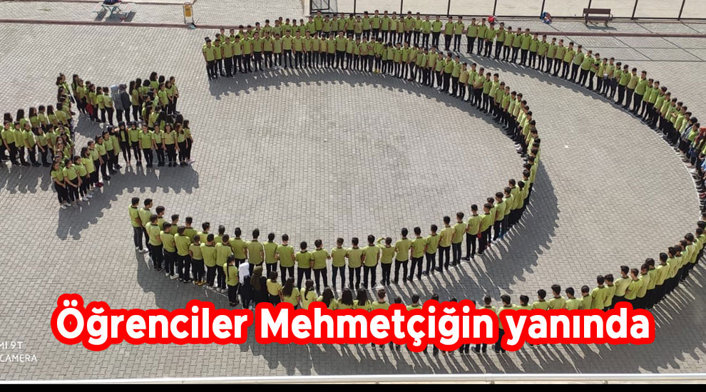 Öğrenciler Mehmetçiğin yanında