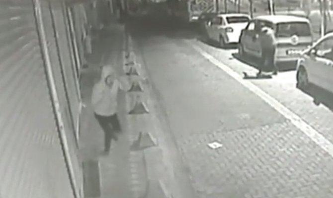 Sokak ortasında silahlı çatışma kamerada
