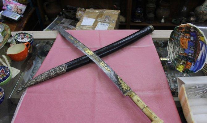 218 yıllık kılıç otomobil fiyatına satışa çıkartıldı