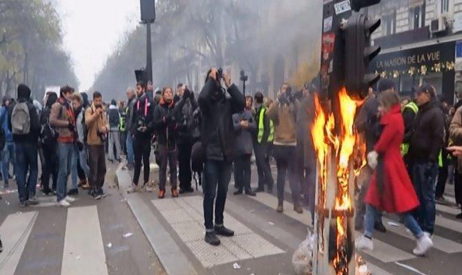 Paris sokakları son yılların en büyük grevine sahne oluyor