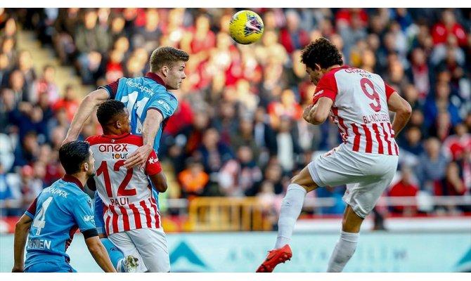 Trabzonspor Antalya deplasmanından 3 puanla ayrıldı