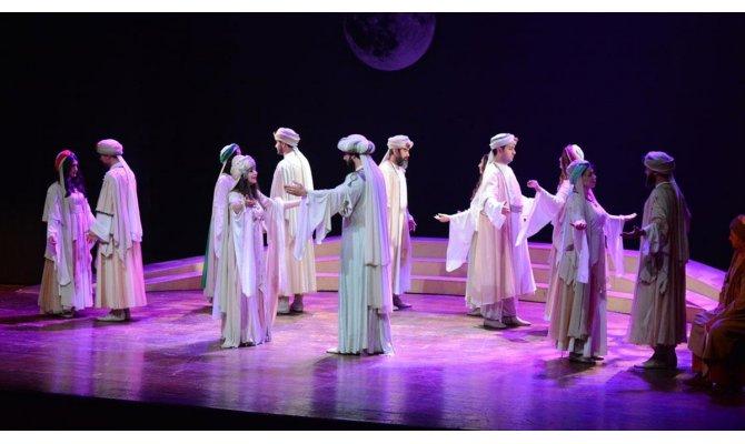Ankara Devlet Tiyatrosu Malatya'da 'Leyla ile Mecnun' oyununu sahneledi
