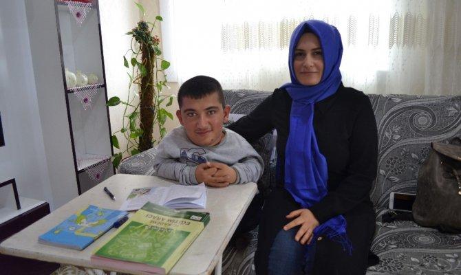 Cam kemik hastası Selahattin'in hayali doktor olmak