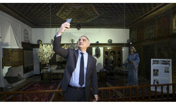 Bakan Ersoy Müzede Selfie Günü etkinliğine katıldı