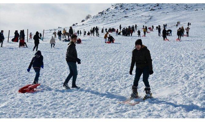 Karacadağ Kayak Merkezi'nde yarıyıl tatili yoğunluğu