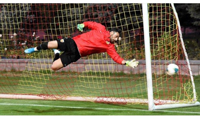 Kayserispor'da kaleci Hakan Arıkan 4 hafta sahalardan uzak kalacak