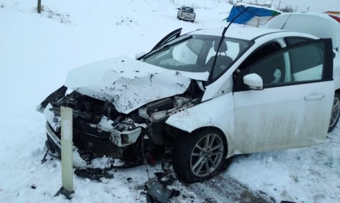 Afşin'de iki araç çarpıştı 5 kişi yaralandı