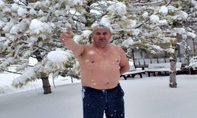 Elbistan'da kar banyosu yaptı