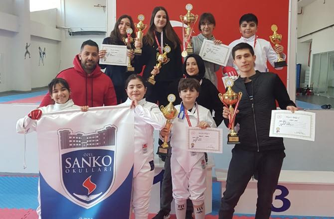 Sanko Okulları eskrimde Türkiye finallerine katılacak