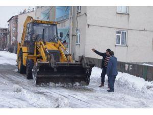 Genç Belediyesi'nden Kar Temizleme Çalışması