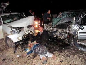 Kaza Sonrası Can Pazarı: 2 Ölü, 6 Yaralı