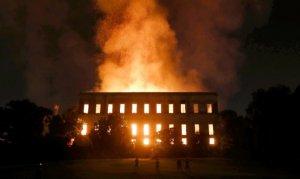 """Rio'da yanan müzeyi """"bütçe kısıtlamaları"""" kül etmiş"""