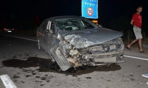Otomobil ile hafif ticari araç çarpıştı: Yaralılar var