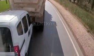 Kızgın sürücü vitesi geriye takıp arkasındaki araca çarptı