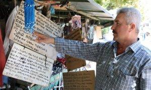 Şair seyyar satıcıdan müşterilerine şiir ikramı