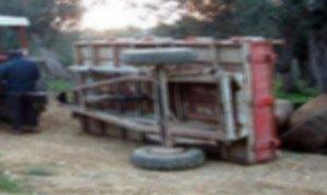 Traktör römorkunun altında kalan genç öldü