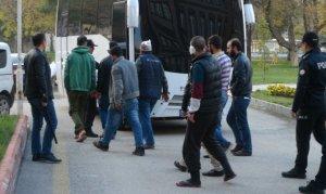 Suriyeliler ekmek ve kahve için sokak ortasında kavga ettiler