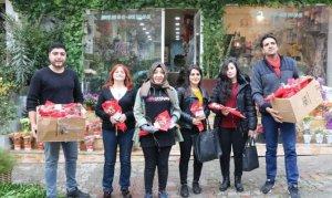 Kahramanmaraş'ta Köy öğretmenlerine öğrencilerden gül hediyesi