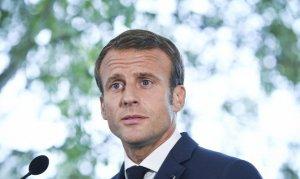 """Macron! """"Sarayında saklanma"""""""
