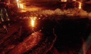 Petrol boru hattına yıldırım düştü, bir mahalle boşaltıldı