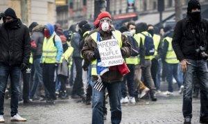 Fransa'daki gösterilerde kaç kişi sarı yelek giydi?
