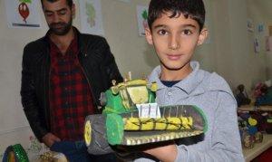 Şekerpancarından drone, biçerdöver, traktör gibi oyuncaklar yaptılar