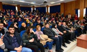Üniversitelilere Kariyer Konferansları Verildi