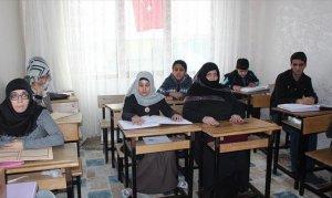 Braille alfabesi ile hazırlanan Kur'an-ı Kerim dünyalarını aydınlanıyor