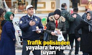 Trafik polisinden yayalara broşürlü uyarı