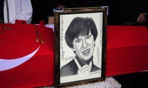 Usta oyuncu Ayşen Gruda bugün son yolculuğuna uğurlandı