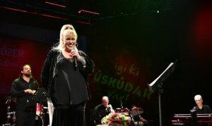 Türk müziğinin eşsiz seslerinden Özer görenleri şaşırttı
