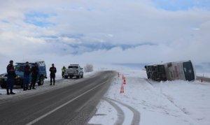 Kayseri'de yolcu otobüsü devrildi: 27 yaralı