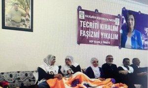 Öcalan posteri altında eylem yaptılar !