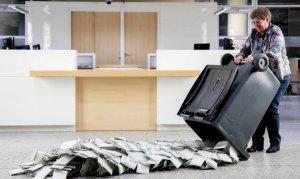 Hollanda'da seçimin galibi ırkçı parti