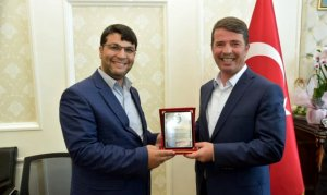 Çakıroğlu Derneği Okumuş'a Teşekkür plaketi verdi