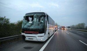 Yolcu otobüsü devrildi: 30 kişi yaralandı