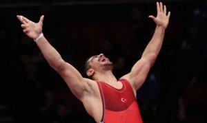 Türk güreşçiler minderde tarih yazıyor