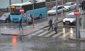 Kahramanmaraş'ta sağanak vatandaşları hazırlıksız yakaladı