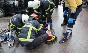 Otomobil ile tır kavşakta çarpıştı: 1'i çocuk 4 yaralı