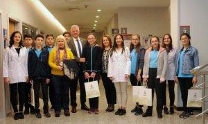 Ali Küncülü Ortaokulu Öğrencileri Rektör Prof. Dr. Dağlı'yı Ziyaret Etti