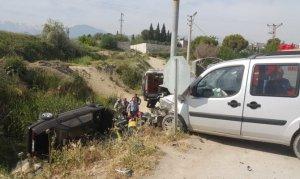 Ticari araçla otomobil çarpıştı: 6 yaralı