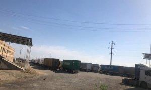 Yüze yakın Türk tır şoförü, 26 gündür mahsur