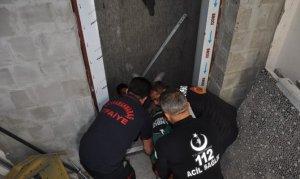 Elbistan'da asansör boşluğuna düşen işçi yaralandı