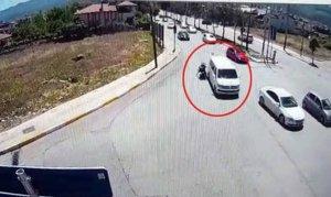 Minibüs motosiklete çarptı ardına bile bakmadan kaçtı