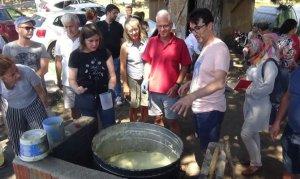 Alman turistler geleneksel zeytinyağı sabunu yapmayı öğrendiler