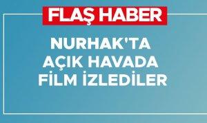 Nurhak'ta açık havada film izlediler
