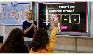 Mobil uygulama ve web destekli metotlarla öğrencilerine 6 yabancı dili sevdirdi