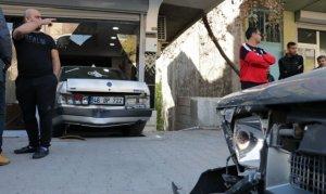Kahramanmaraş'ta Otomobil berber dükkanına girdi