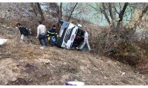 Yozgat'ta sporcuları taşıyan minibüs devrildi
